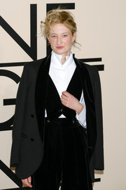 Alba Rohrwacher showed off her menswear-inspired style with this black velvet-lapel blazer at the Giorgio Armani SuperPier show.