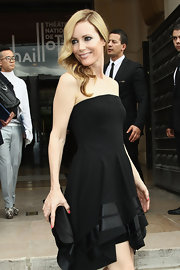 Leslie's hair looked perfectly retro at the Armani fashion show in Paris.