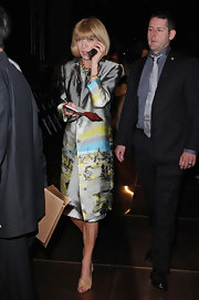 Anna appeared at the Giorgio Armani show in a long printed trench coat.