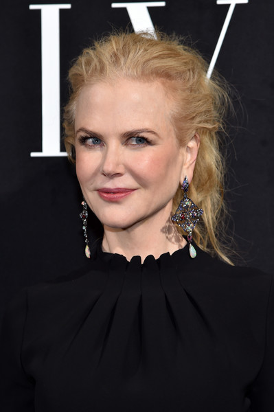 Nicole Kidman adorned her lobes with a stunning pair of gemstone chandelier earrings by Lydia Courteille.