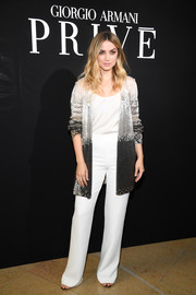 Underneath her jacket, Ana de Armas wore high-waisted white pants and a matching top.