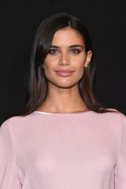 Sara Sampaio looked simply lovely wearing this loose straight style at the Armani Prive fashion show.
