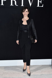 Tapered black pants with crossover detail completed Juliette Binoche's outfit.