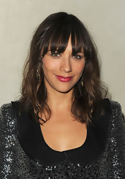 Rashida Jones wore a hot, hot pink lipstick at the Giorgio Armani/'Vanity Fair' dinner. The color paired beautifully with her shimmering ensemble.