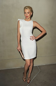 Amber Heard paired her elegant white sheath dress with bronze strappy sandals.