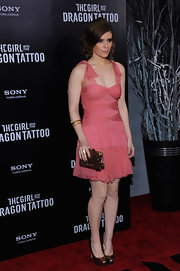 Kate Mara added festive sparkle to her premiere look with a gold sequined clutch.