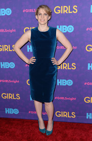 Anna Chlumsky chose a simple yet sophisticated blue velvet sheath by Novis for the 'Girls' season 3 premiere.