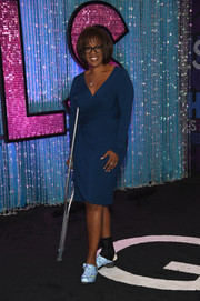 Sprained ankle notwithstanding, Gayle King got all dressed up in a stylish blue wrap dress for the 'Girls' season 4 premiere.