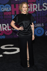 Jemima Kirke chose a simple yet elegant bateau-neckline satin gown with a high front slit for the 'Girls' season 4 premiere.