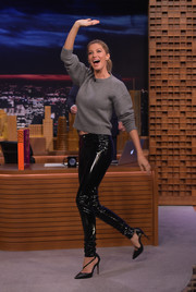 Gisele Bundchen kept it comfy up top in a gray crewneck sweater by Anthony Vaccarello during her 'Jimmy Fallon' appearance.