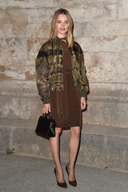 Natalia Vodianova styled her look with a black leather purse, also by Givenchy.