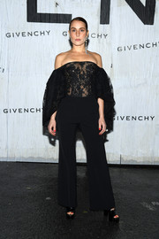 Noomi Rapace completed her outfit with a pair of black trousers.