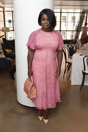Uzo Aduba chose a beige snakeskin tote to finish off her look.