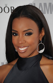 Kelly Rowland upped the drama of her black halter dress with silver smoky shadow and a row of long false lashes.