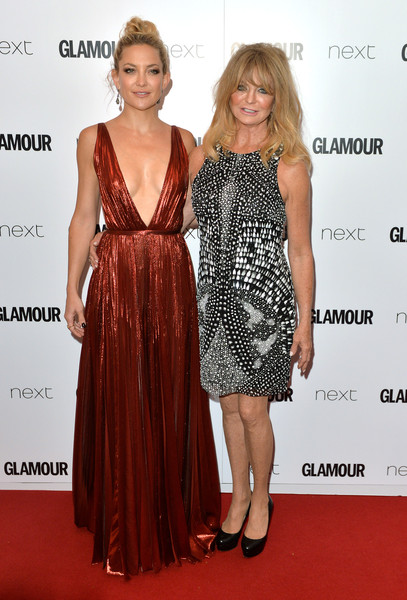 More Pics of Kate Hudson Tube Clutch (5 of 9) - Clutches Lookbook - StyleBistro [glamour women of the year awards,kate hudson,goldie hawn,clothing,dress,fashion model,carpet,cocktail dress,red carpet,fashion,premiere,hairstyle,flooring,england,london,berkeley square gardens]