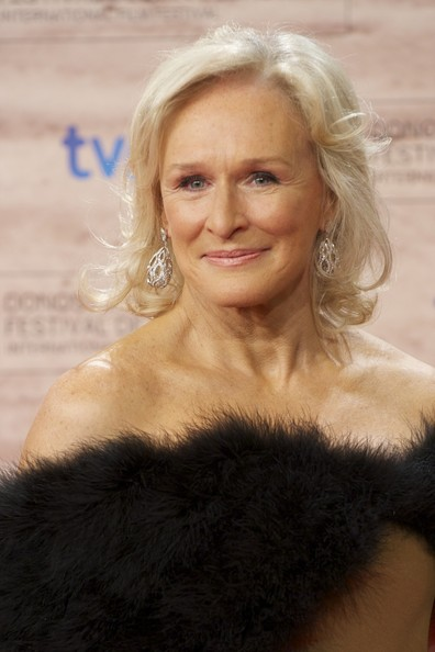 Glenn Close Short Wavy Cut []