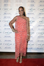 Tichina Arnold looked all set to party in a coral leopard-print one-shoulder dress with an asymmetrical hem.