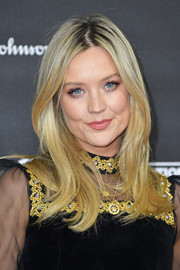 Laura Whitmore framed her face with a flippy, center-parted 'do for the 2019 Global Citizen Prize.