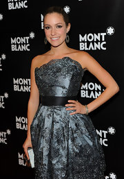 Kristin showed looked stunning in a silver cocktail dress, which she paired with an equally beautiful bangle bracelet.