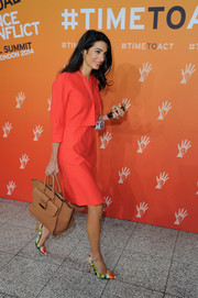 Amal Alamuddin completed her ensemble with a camel-colored leather tote.