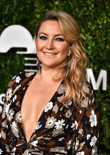 More Pics of Kate Hudson Satin Clutch (8 of 23) - Clutches Lookbook - StyleBistro [hair,hairstyle,blond,beauty,long hair,brown hair,smile,dress,premiere,layered hair,god,kate hudson,golden heart awards,we deliver golden heart awards,love,new york city]