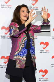 Lynda Carter attended the Golden Heart Awards carrying a small yet elegant black leather purse.
