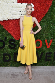 Jaime King stayed on trend with a pair of gold skinny-strap sandals by Michael Kors.