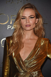 Natasha Poly looked gorgeous with her loose waves at the Gold Obsession Party.