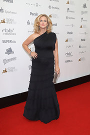 Barbara Schoeneberger flaunted her curves in a gorgeous one-shoulder dress at the 'Golden Henne' 2012 event.