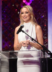 Kate Hudson contrasted her white dress with black nail polish for the Love In for Kids benefit.