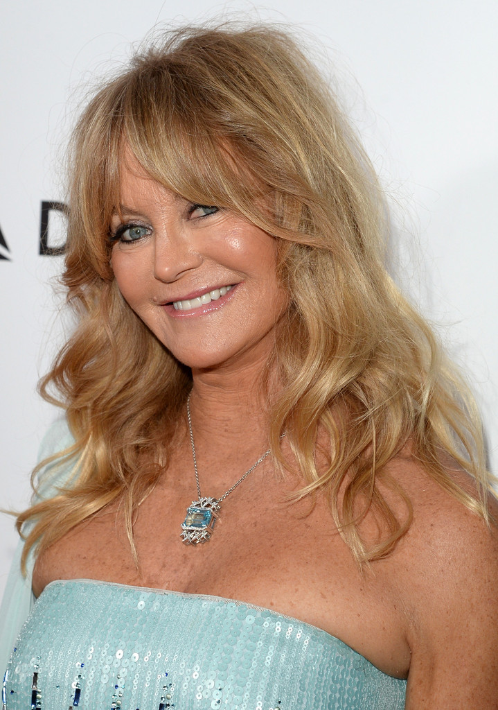 Goldie Hawn Medium Wavy Cut With Bangs Shoulder Length
