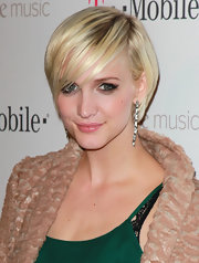 Ashlee Simpson Wentz looked adorable with her chic cut and smoky, retro eye makeup at the launch of Google Music.