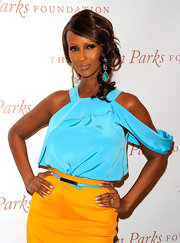 Iman looked stunning at the Gordon Parks Foundation Awards. She swept her shoulder length curls across her shoulder and pinned them into place.