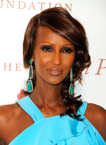 Iman looked amazing on the red carpet at the Gordon Parks foundation. She paired her vibrant blue top with sparkling gemstone earrings.