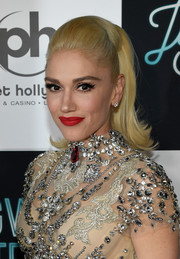 Gwen Stefani finished off her beauty look with her signature vibrant red lip.