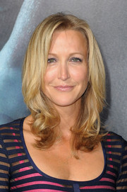 Lara Spencer sported a charming 'do with curly ends when she attended the 'Gravity' premiere.