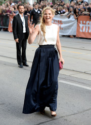Jennifer Morrison's long navy skirt and sleeveless white blouse at the 'Gravity' premiere were a simple yet sophisticated pairing.