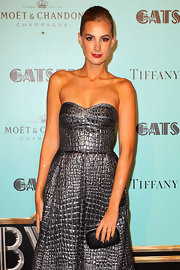 Laura Dundovic complemented her fab dress with a simple black hard-case clutch at the 'Gatsby' premiere in Sydney.
