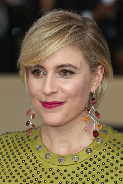 Greta Gerwig Berry Lipstick [hair,face,eyebrow,blond,hairstyle,human hair color,beauty,chin,cheek,nose,arrivals,greta gerwig,actor,screen actors guild awards,los angeles,california,the shrine auditorium]
