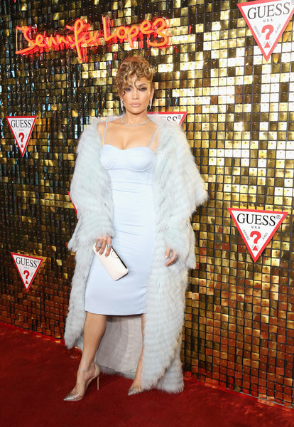 Jennifer Lopez punctuated her blues with a cream-colored clutch by Jimmy Choo.