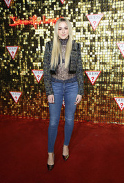 Chloe Lukasiak kept it relaxed on the bottom half with a pair of skinny jeans.