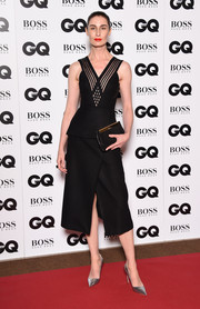 Erin O'Connor styled her dress with a pair of silver pumps.