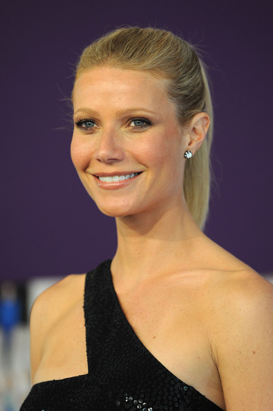 Gwyneth Paltrow Dangling Diamond Earrings