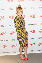 Nicole Richie looked like a real fashion star at H&M in this long-sleeve print dress.