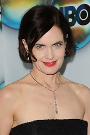 Elizabeth McGovern styled her hair in a youthful bob for the 2012 Golden Globes.