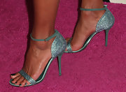 Eva la Rue stepped out on the 2013 Golden Globes red carpet wearing textured teal evening sandals.