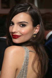 'Blurred Lines' star Emily Ratajkowski made an impression at the Golden Globes with bright red lips.