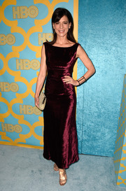 Perrey Reeves' burgundy velvet dress might not have been the most head-turning look of the night, but it was certainly much talked about because it was the exact same dress she wore to the Golden Globes 23 years ago!
