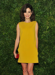 Check out this adorable mod mustard shift dress! We die!
