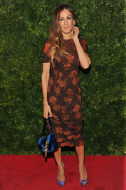 Sarah Jessica Parker looked as stunning as ever in this rose print vintage dress in a tangerine hue.